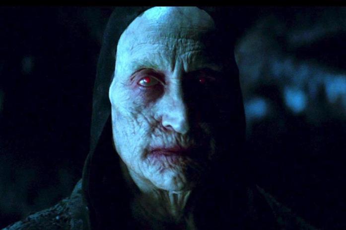 Charles Dance nel ruolo del Maestro Vampiro in Dracula Untold