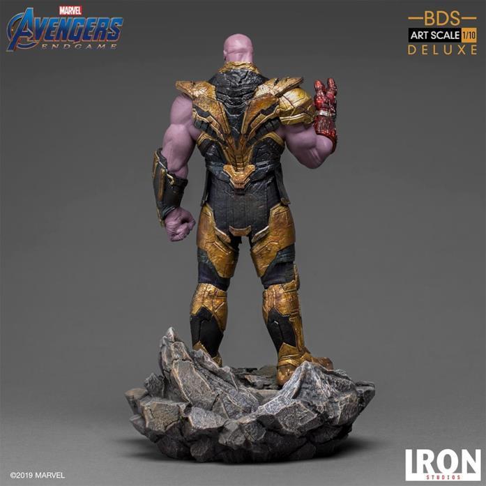 La statua di Thanos di Iron Studios - figura intera