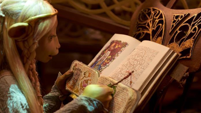 Brea sta traducendo e leggendo un testo