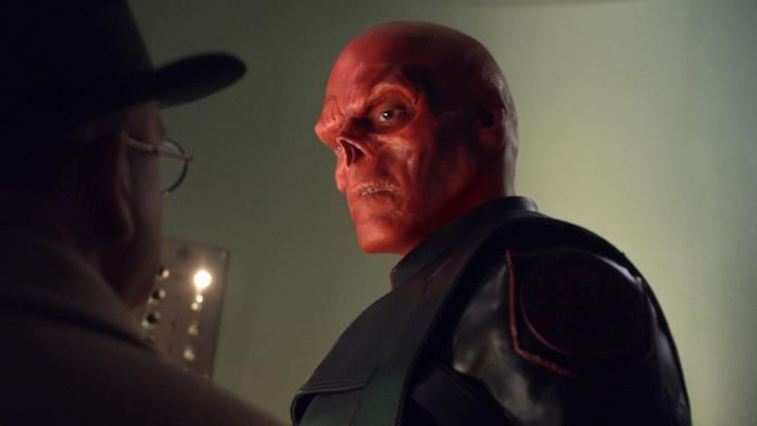 Teschio Rosso parla con Zola in una scena del primo film dedicato a Captain America
