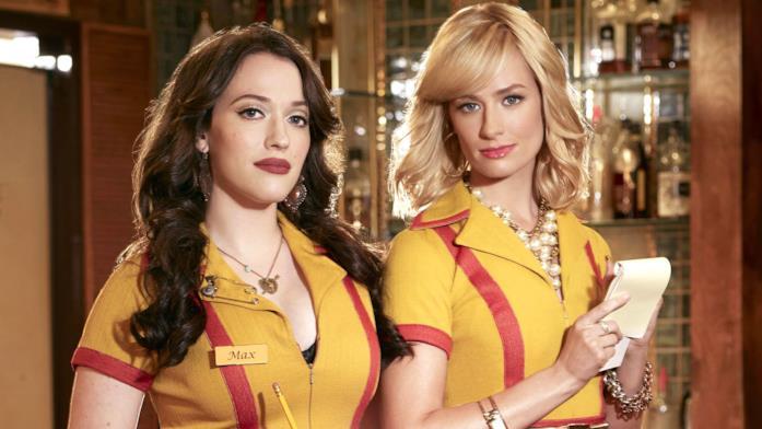Le due protagoniste della serie 2 Broke Girls in una scena