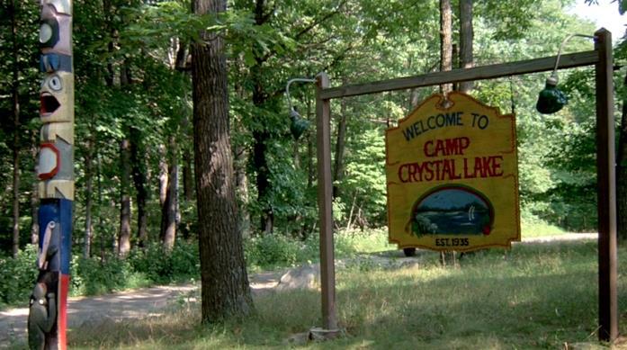 Crystal Lake è il campeggio maledetto scenario del film Venerdì 13