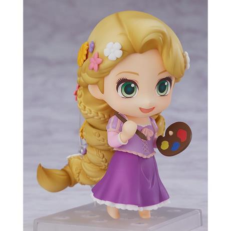 Rapunzel ha in mano una tavolozza di colori
