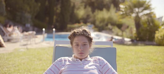 Adèle Exarchopoulos su una sdraio
