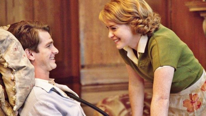 Andrew Garfield e Claire Foy in Ogni tuo respiro