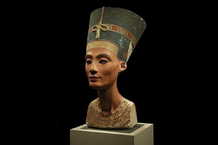 Primo piano della scultura delle regina Nefertiti