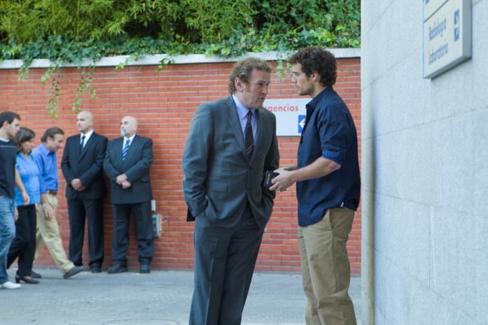 Colm Meaney e Henry Cavill in una scena del film La fredda luce del giorno