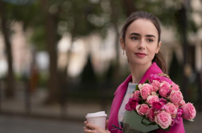 Lily Collins con le rose