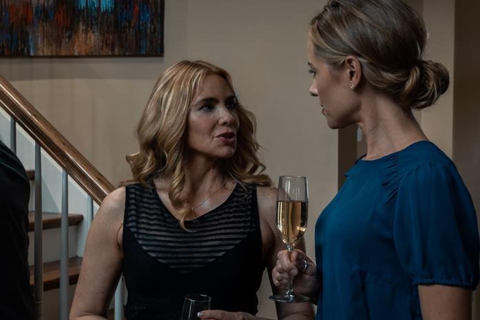 Olivia d'Abo e Kristanna Loken in una scena del film La signora di Purity Falls