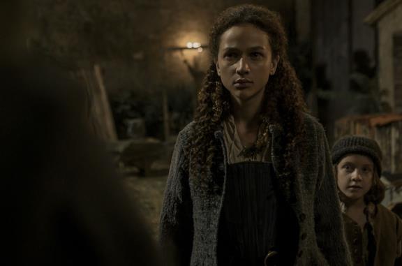 Antonia Fotaras in una scena della serie Luna Nera