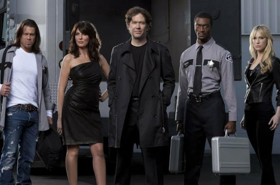 Un'immagine dei protagonisti della serie originale Leverage – Consulenze illegali