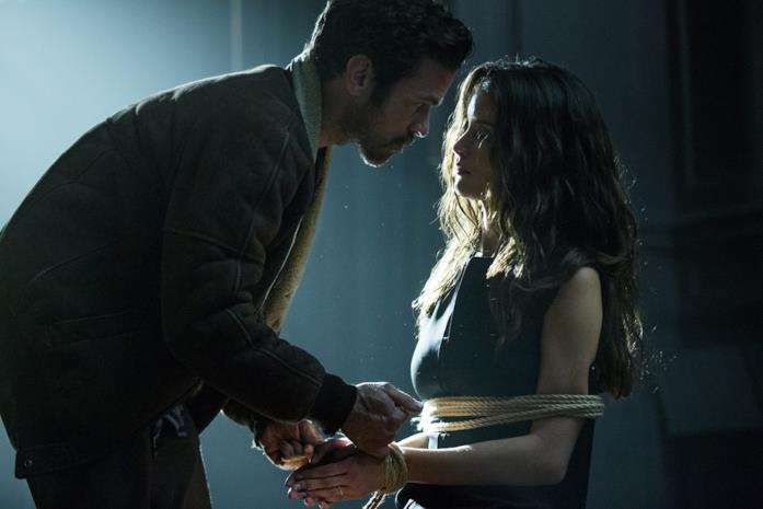 Romain Duris e Charlotte Le Bon in una scena del film Iris