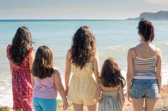 Le sorelle Macaluso da adolescenti