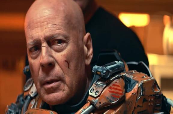 Cosmic Sin: il trailer del nuovo film con Bruce Willis alle prese con gli alieni