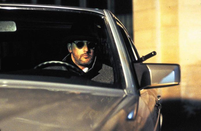 Jean Reno in una scena del film Nikita di Luc Besson
