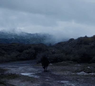 Jaime a cavallo tra la neve