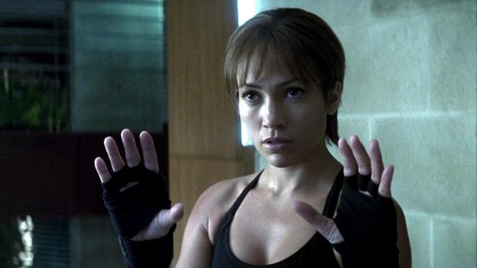 Jennifer Lopez in una scena del film Via dall'incubo