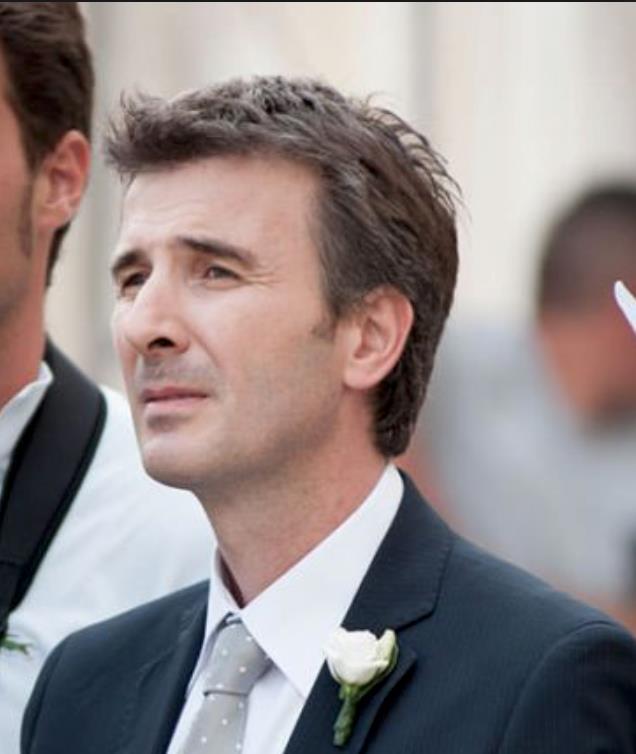 Valentino Picone vestito da sposo in Andiamo a quel paese
