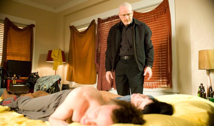 Walter guarda Jesse e Jane sdraiati sul setto