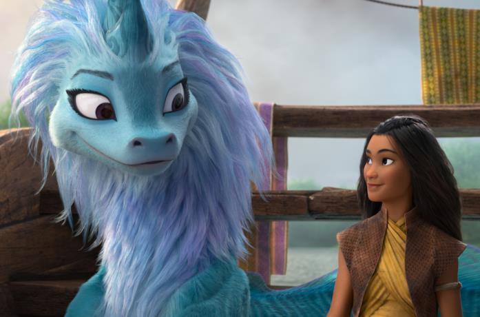 Raya e Sisu si guardano