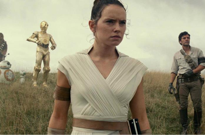 Un'immagine di Rey in primo piano in Star Wars: L'Ascesa di Skywalker