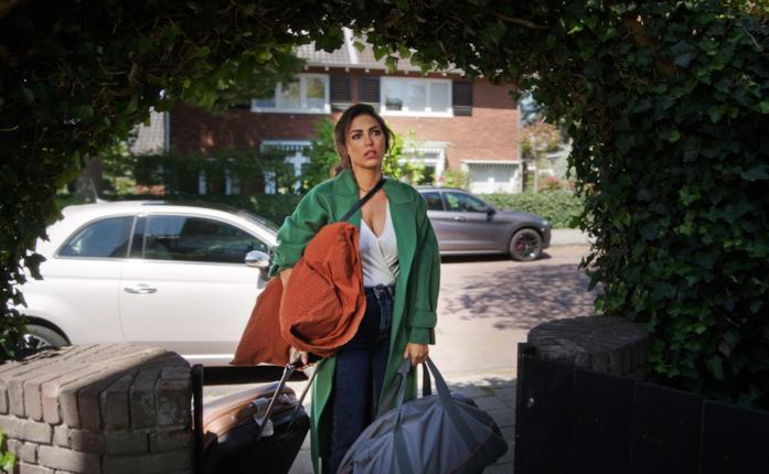 Yolanthe Cabau in una scena del film Just Say Yes