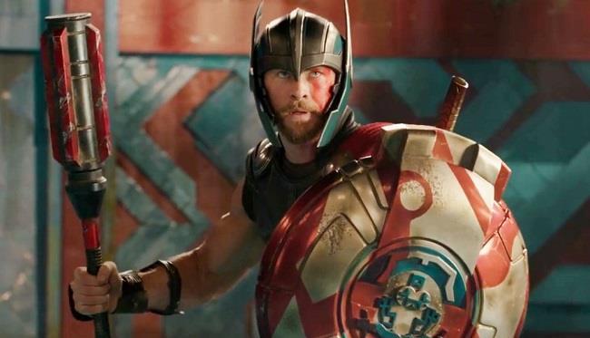 Thor utilizza nuova armi per combattere contro Hulk