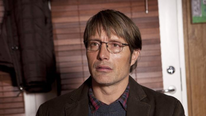 Mads Mikkelsen nel ruolo di Lucas
