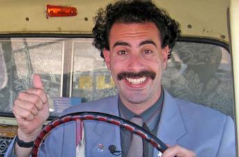 Un primo piano di Sacha Baron Cohen in una scena di Borat: Subsequent Moviefilm