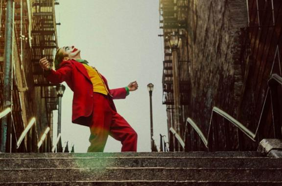 Joaquin Phoenix nella famosa scena sulle scale di Joker