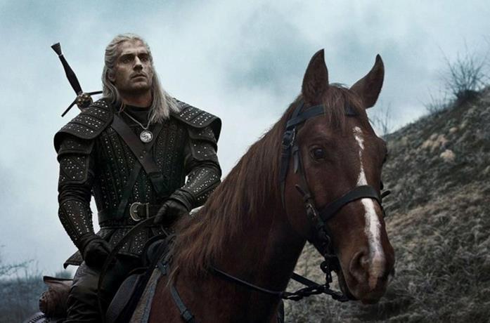 Geralt di Rivia e Rutilia nella serie TV The Witcher su Netflix