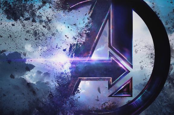 Il poster di Avengers: Endgame col logo del film