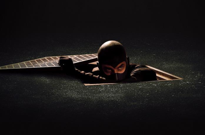 Luca Marinelli è Diabolik, nel primo teaser poster