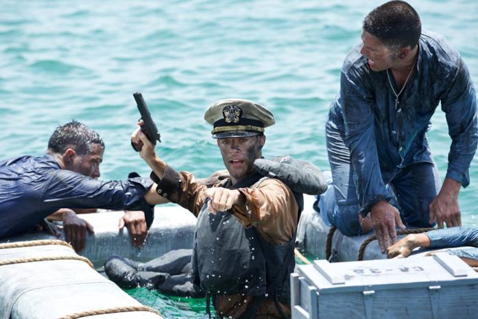 Il tenente Standish è interpretato da Callard Harris