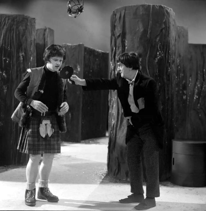 Patrick Troughton sul set di Doctor Who insieme a Hamish Wilson