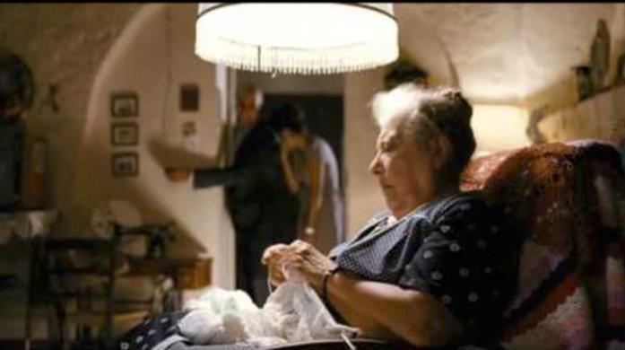 Nonna Rosa in una scena di Che bella giornata