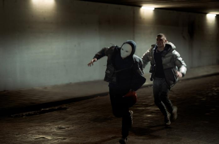 Jonas Smulders in una scena del film Forever Rich - Storia di un rapper