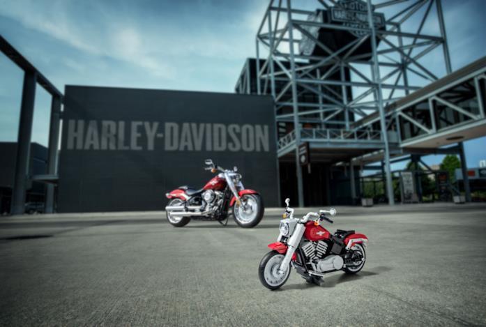 Harley-Davidson LEGO a confronto con l'originale