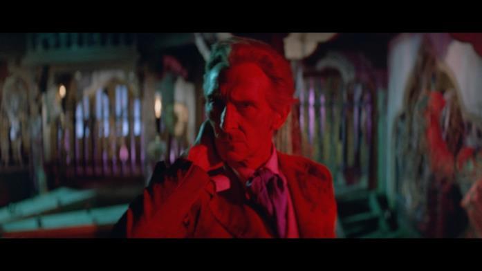 Peter Cushing interpreta il Van Helsing
