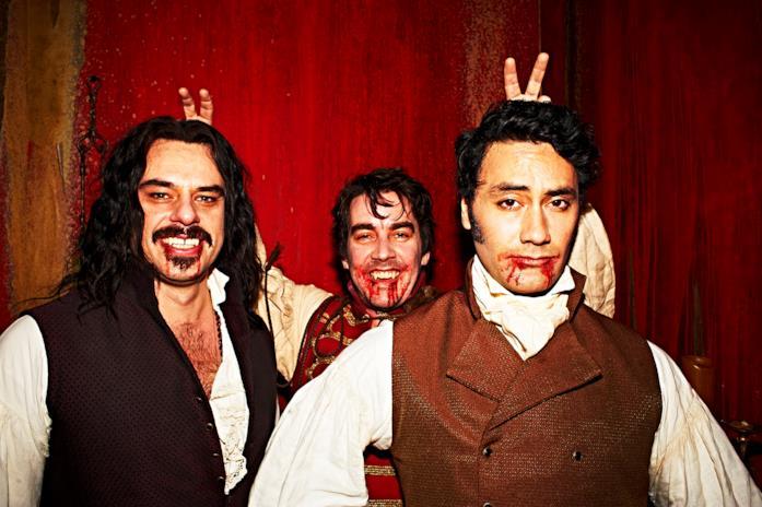 I tre vampiri si scatano alcune foto