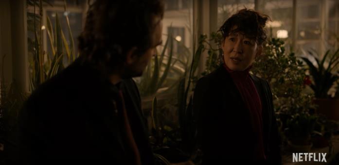 Una scena de La Direttrice, serie con Sandra Oh