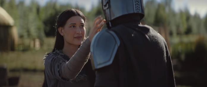 Julia Jones in una scena della serie TV The Mandalorian