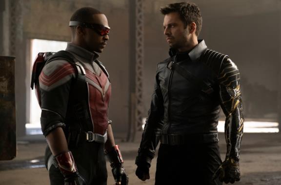 Falcon e Winter Soldier si guardano negli occhi