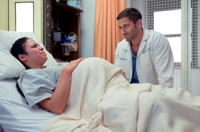 Ryan Eggold in una scena della serie New Amsterdam