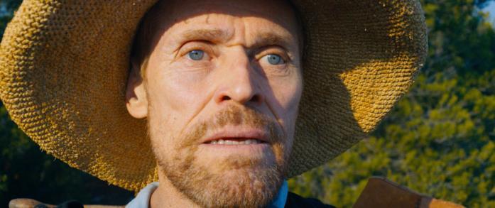 Primo piano di Willem Dafoe in una scena di Van Gogh - Sulla soglia dell'eternità
