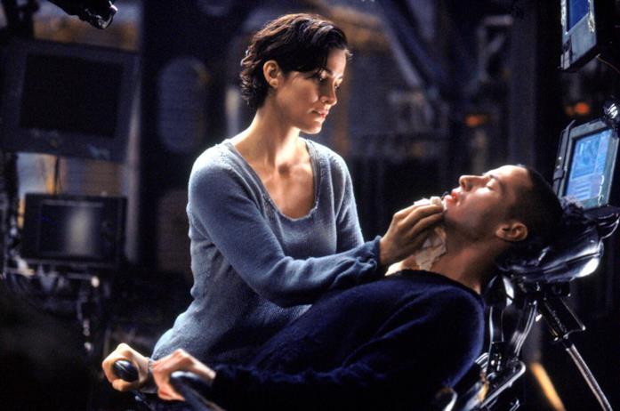 Neo e Trinity in una scena del primo Matrix