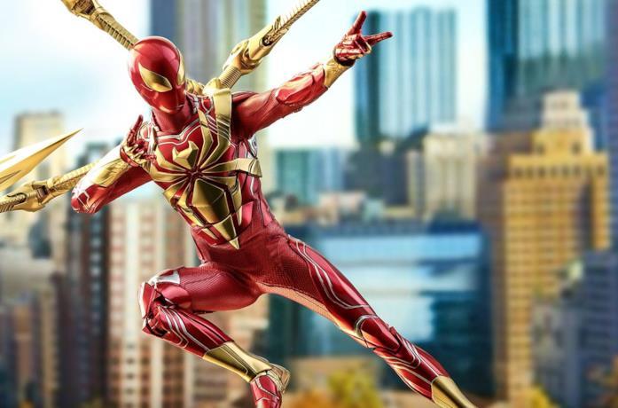 Un'immagine della peculiare statuetta di Hot Toys dedicata a Iron Spider