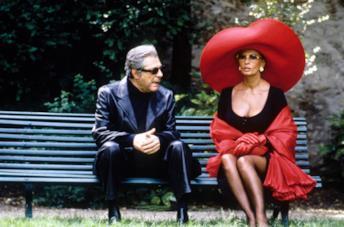 Una scena di Pret a Porter film fashion con Sophia Loren