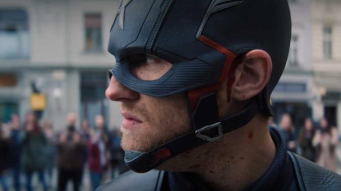 John Walker con il costume di Cap
