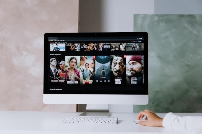 Un monitor con Netflix